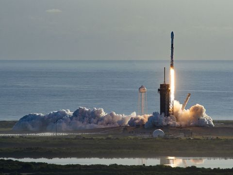 SpaceX successfully launches latest batch of 60 internet-beaming satellites to orbit