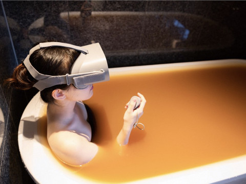 Japanese hot spring resorts let you soak in their baths in VR