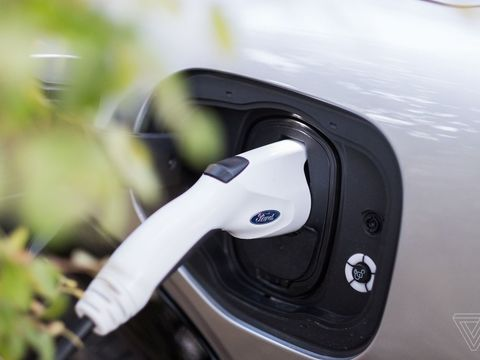 Ford to deploy 'angels' to troubleshoot busted EV chargers