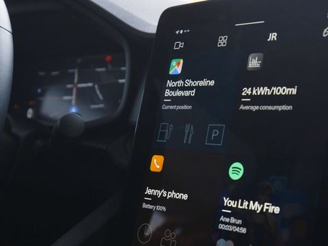 Android Auto is getting a new look to make futzing with your car less distracting