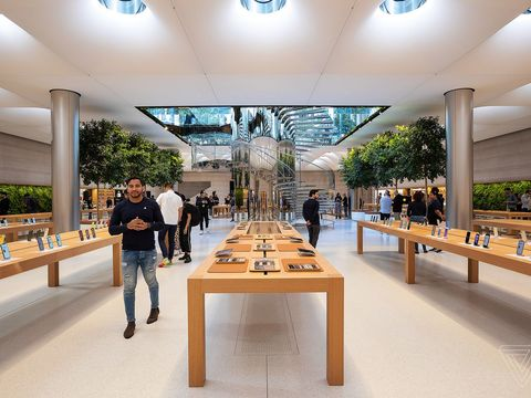 Apple says 'a few' US retail stores could reopen in May