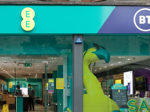 UK carrier EE introduces EU roaming charges following Brexit